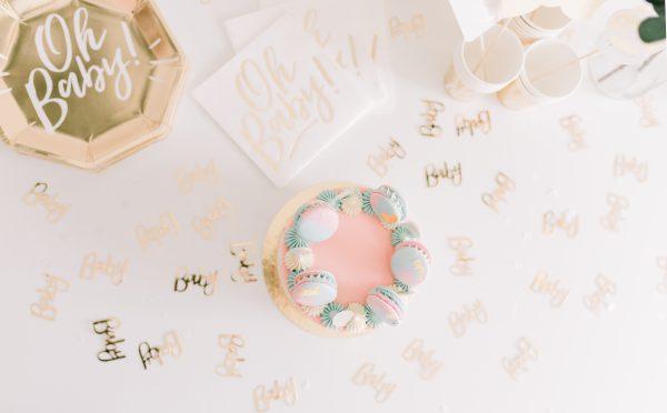 Gender Reveal Taart - Macaron drip cake